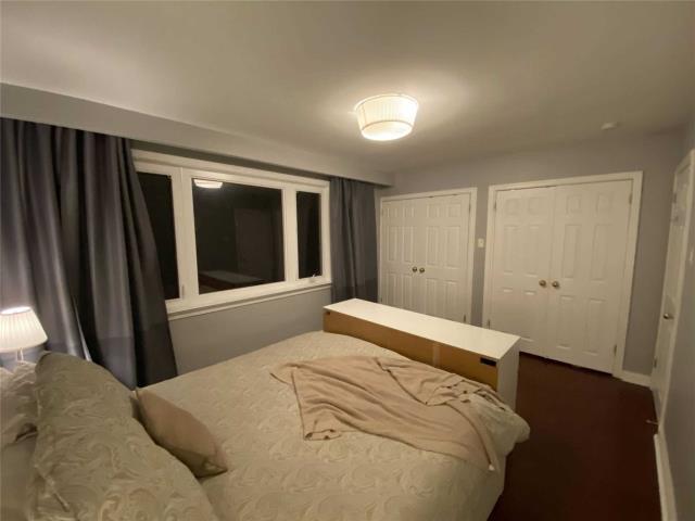 Image 13 of 31 showing inside of 3 Bedroom Detached Sidesplit 3 for Lease at 29 Revcoe Dr, Toronto M2M2B9