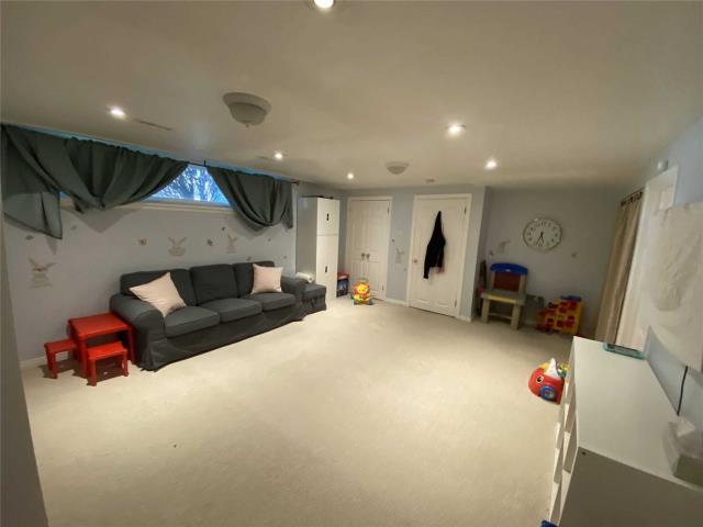 Image 20 of 31 showing inside of 3 Bedroom Detached Sidesplit 3 for Lease at 29 Revcoe Dr, Toronto M2M2B9
