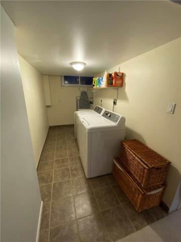 Image 24 of 31 showing inside of 3 Bedroom Detached Sidesplit 3 for Lease at 29 Revcoe Dr, Toronto M2M2B9