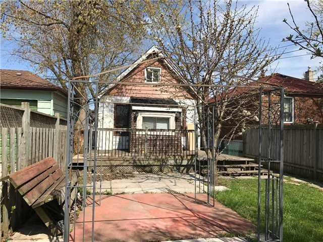 pictures of 220 South Woodrow Blvd, Toronto M1N3L9