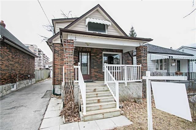 pictures of 134 Warren Ave, Oshawa L1J4G6