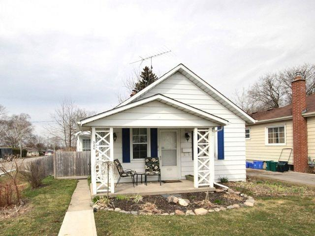 pictures of 326 Henry St, Whitby L1N5C6