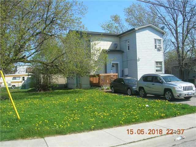 pictures of 130 Watson St, Whitby L1N1A2