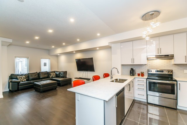 pictures of 1040 Elton Way, Whitby L1N0L3