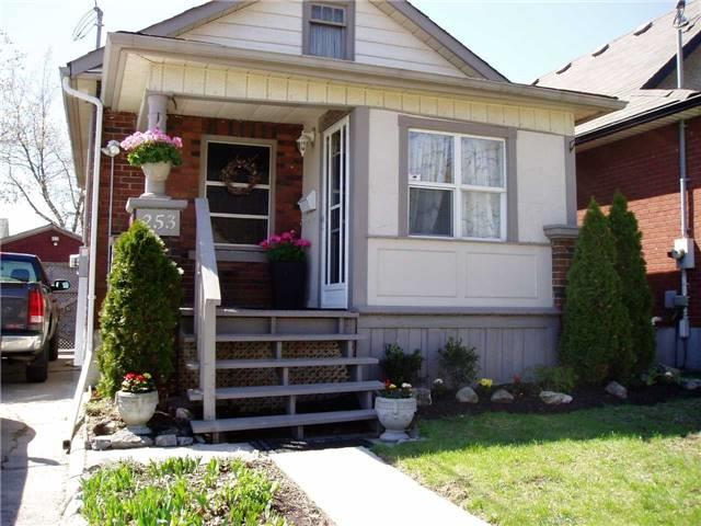 pictures of 253 Olive Ave, Oshawa L1H2P4