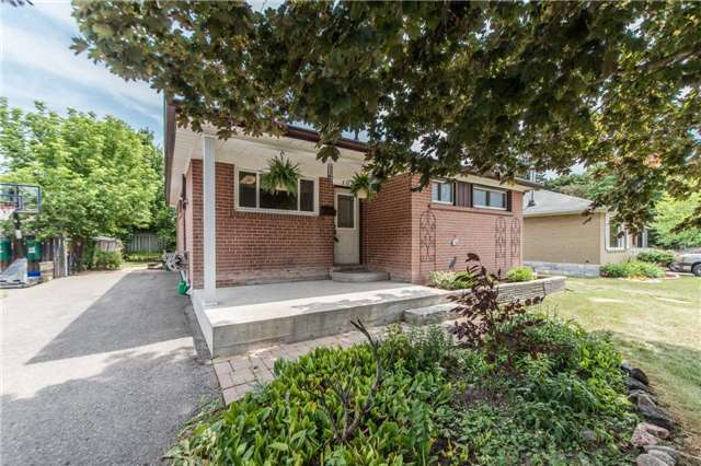 pictures of 1021 Wardman Cres, Whitby L1N 3H1