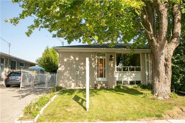pictures of 341 Dovedale Dr, Whitby L1N1Z8