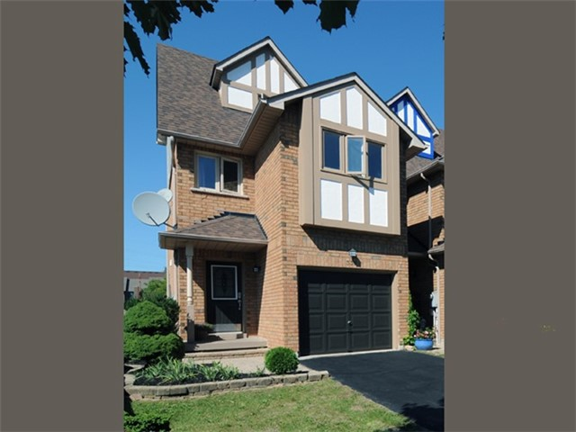 pictures of 338 Chickadee Crt, Pickering L1V6Y4