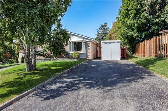 pictures of 919 Greenwood Cres, Whitby L1N1C9