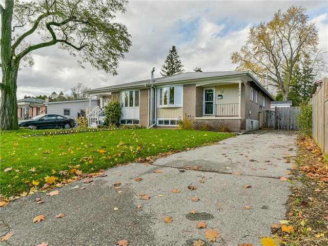 pictures of 662 Annland St, Pickering L1W1B1