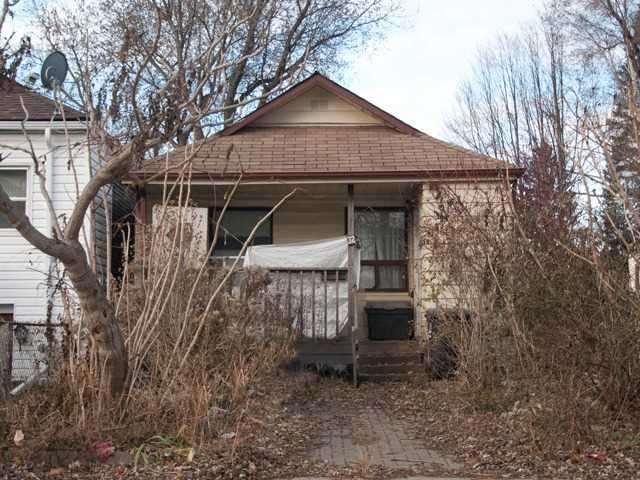 pictures of 32 Byng Ave, Toronto M1L 3N6