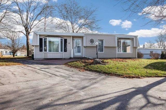 pictures of 22 Champlain Crt, Clarington L1B 1A5