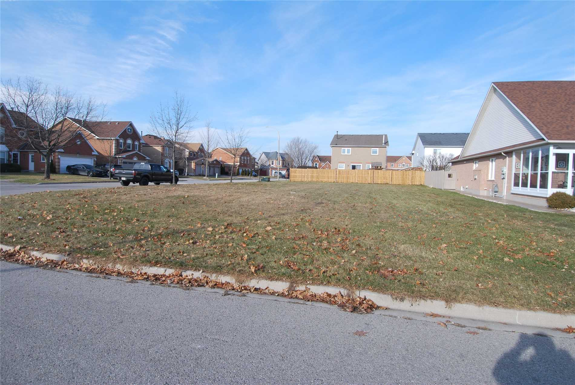 pictures of 47 Ian Fleming Cres, Whitby L1R2E3