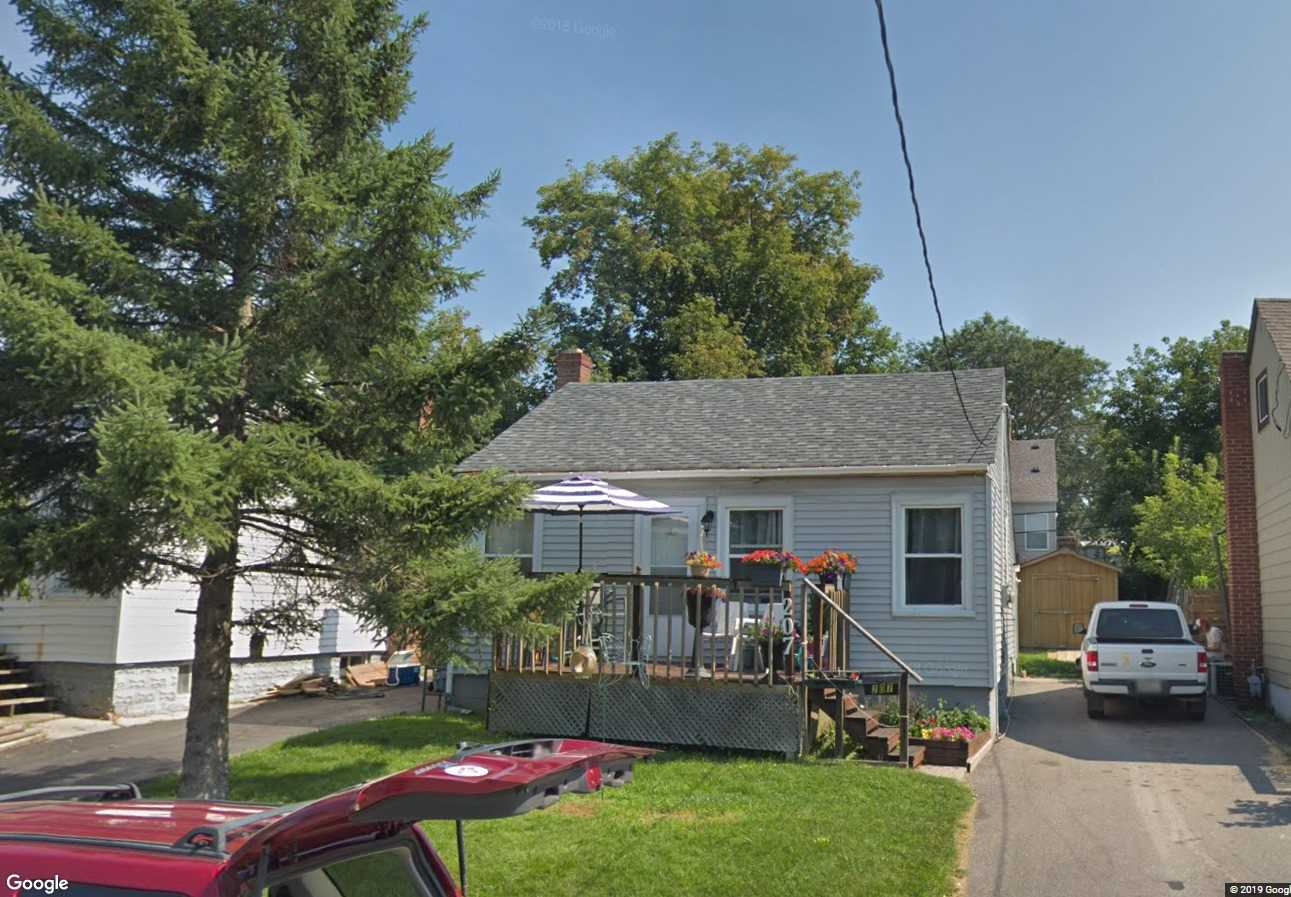 pictures of 207 James St, Oshawa L1H4Y4