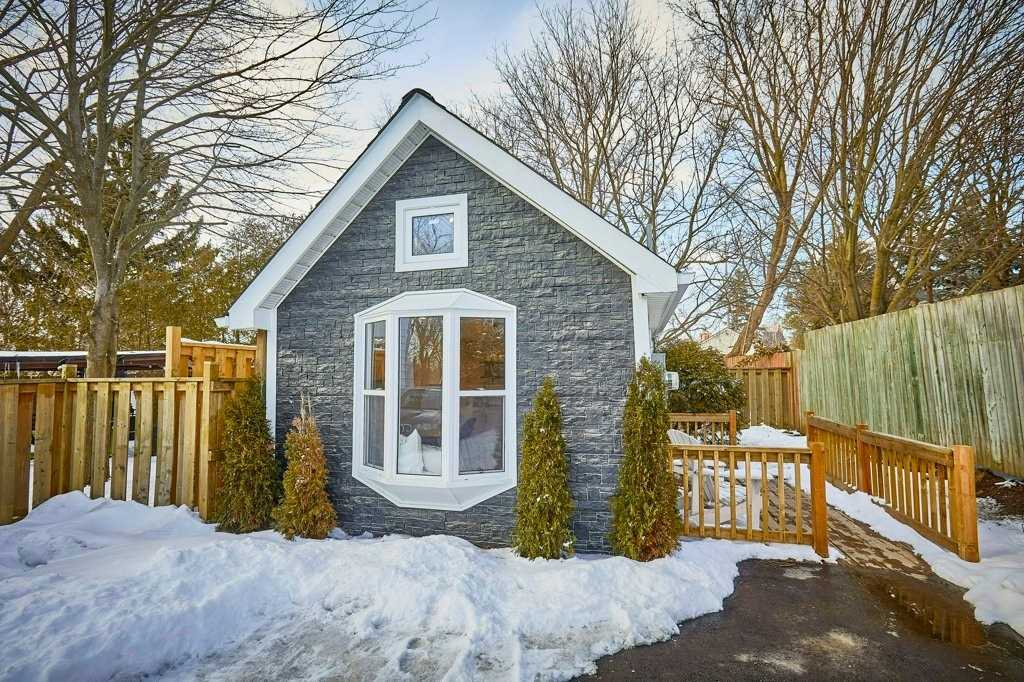 pictures of 96 Quebec St, Oshawa L1H2K5