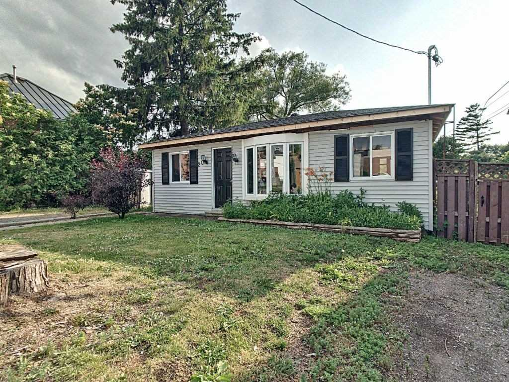 pictures of house for sale MLS: E4523356 located at 20 North St, Clarington L1B1H7