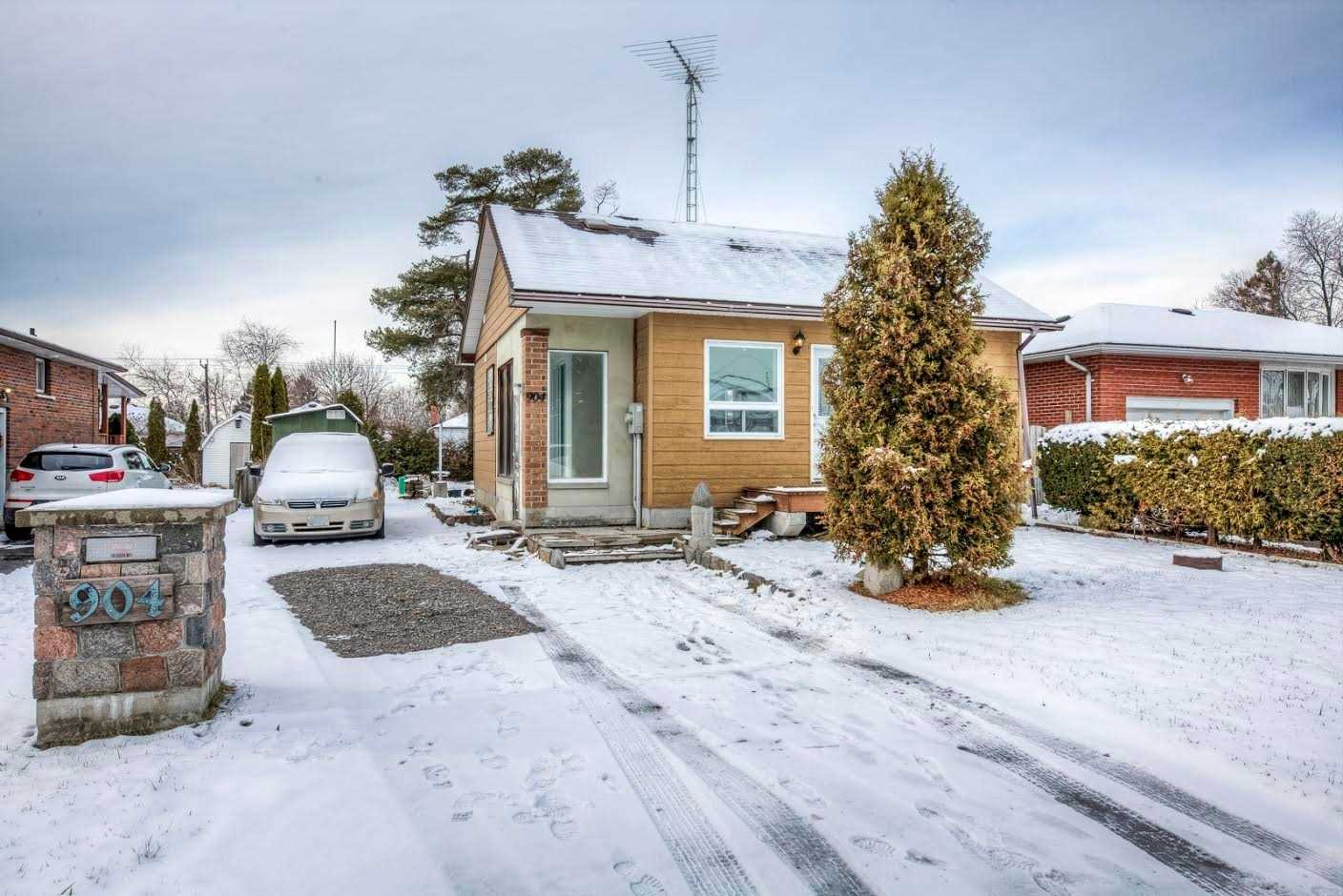pictures of house for sale MLS: E4663494 located at 904 Byron St N, Whitby L1N4P1