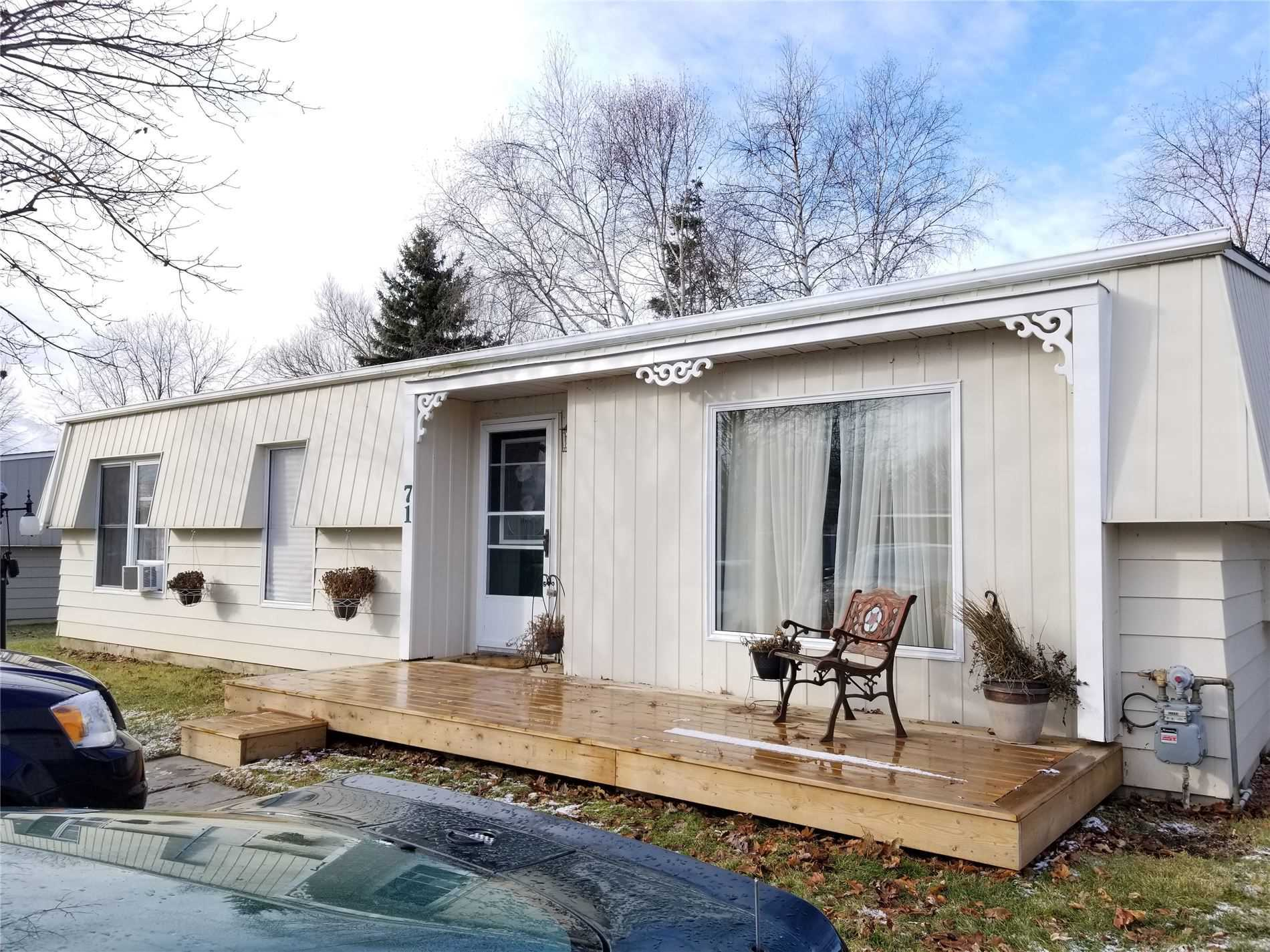 pictures of house for sale MLS: E4669627 located at 71 Fairway Dr, Clarington L1B1B2
