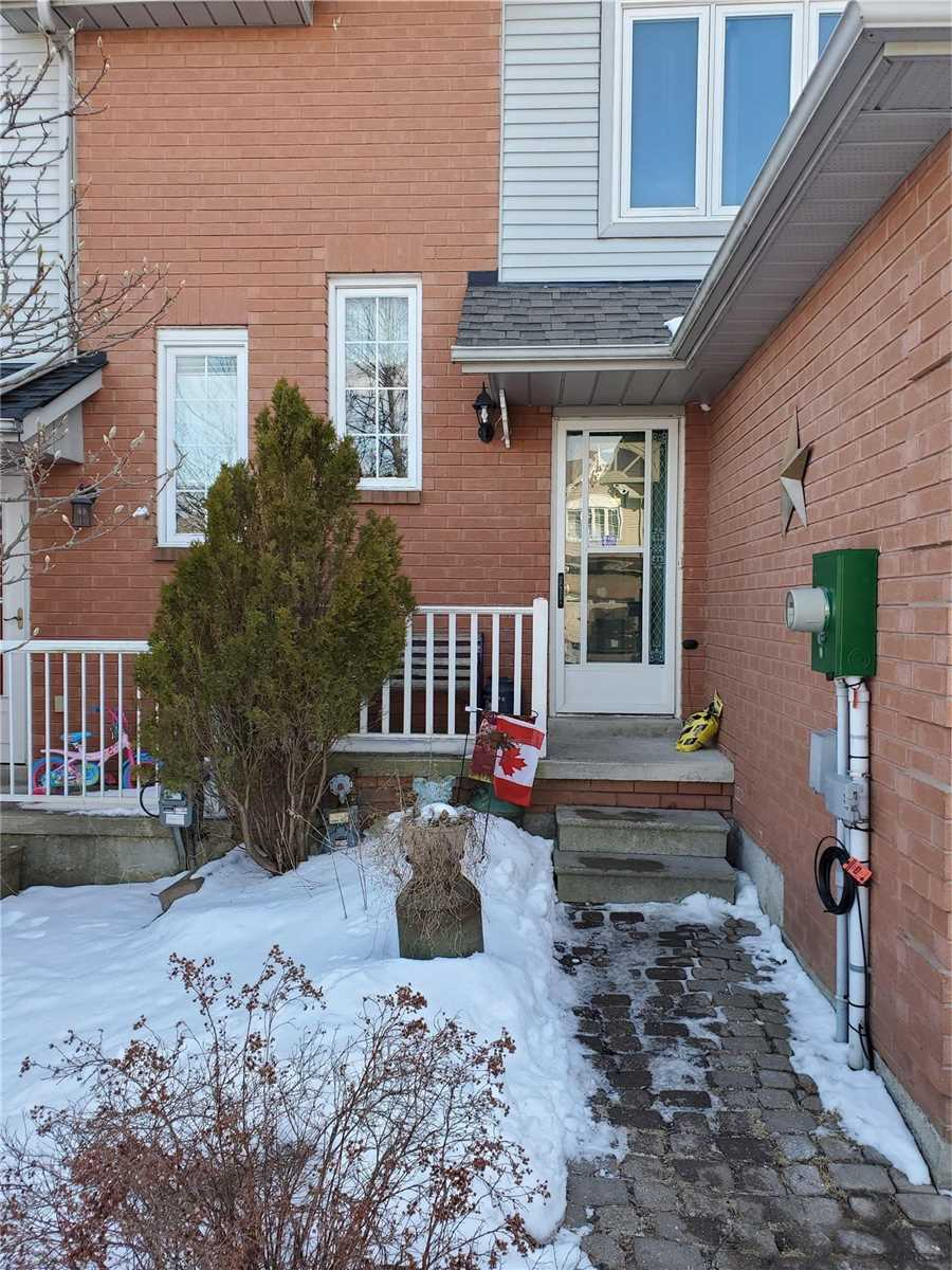 pictures of house for sale MLS: E4694265 located at 19 Trewin Lane, Clarington L1C4W9