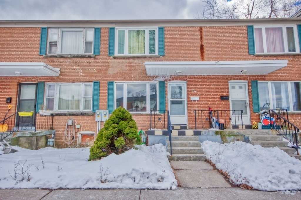 pictures of house for sale MLS: E4695911 located at 740 Kennedy Rd, Toronto M1K2C5