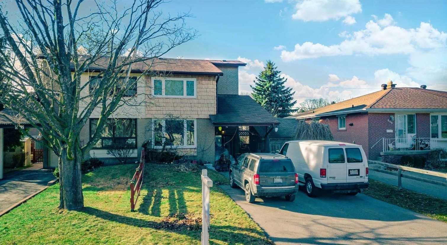 pictures of house for sale MLS: E4696464 located at 864 Naroch Blvd, Pickering L1W1S9