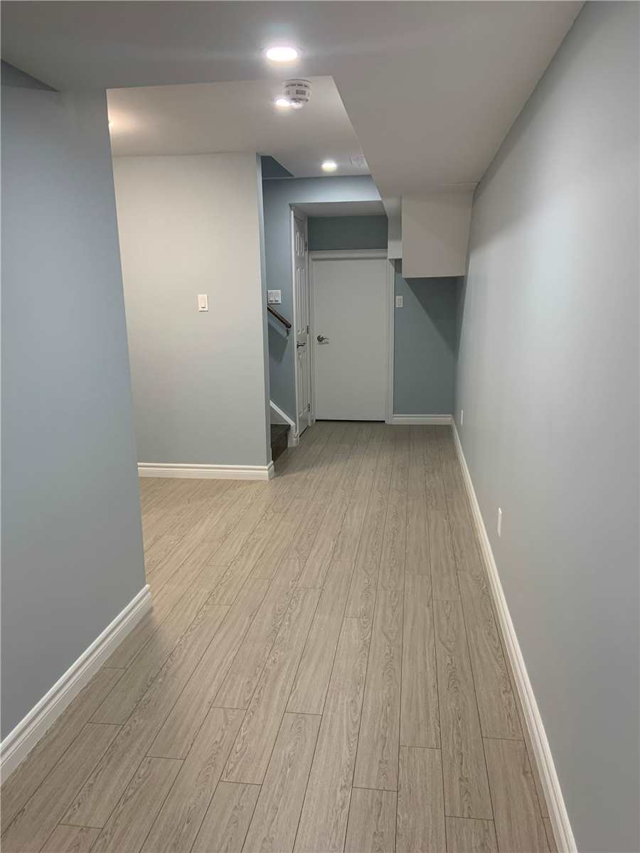 pictures of 18 Dewsnap Rd, Ajax L1Z0S4