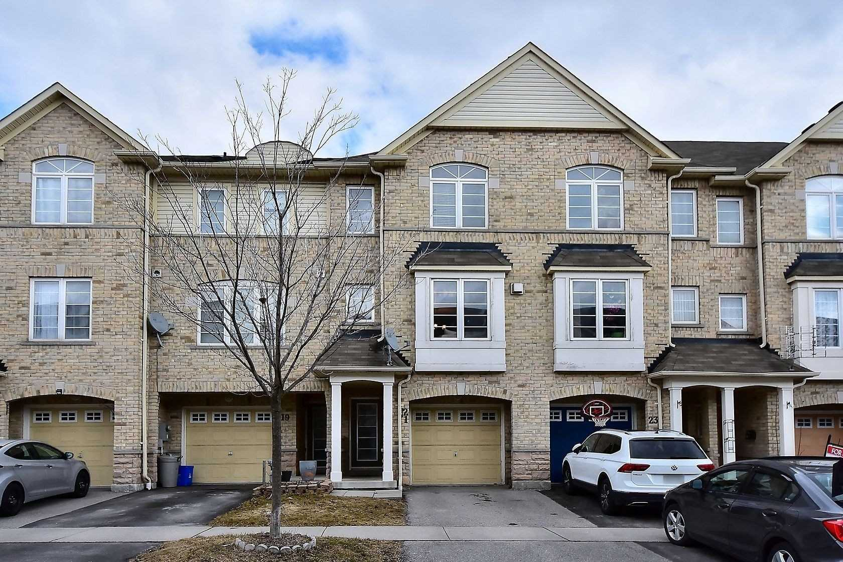 pictures of house for sale MLS: E4721114 located at 21 Cullcastle St, Ajax L1S0B1