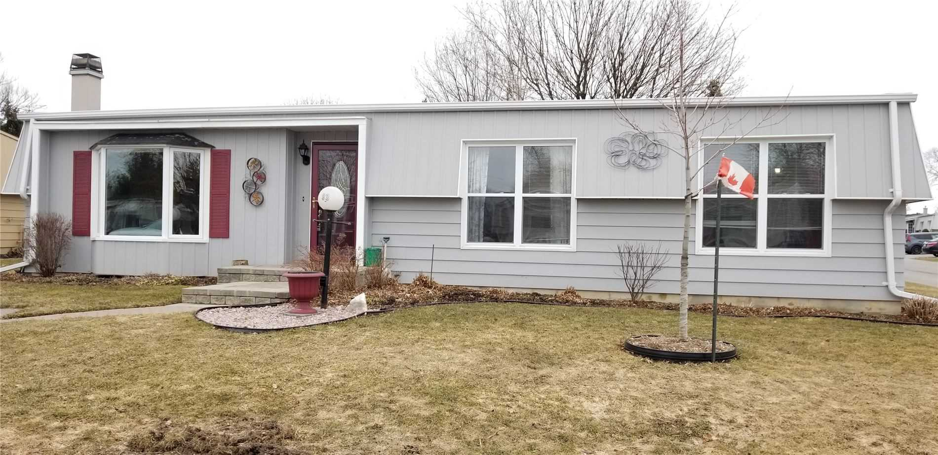 pictures of house for sale MLS: E4721902 located at 93 Fairway Dr, Clarington L1B1B3