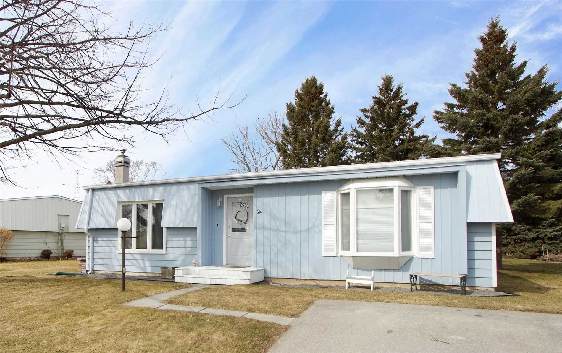 pictures of house for sale MLS: E4726224 located at 24 Loyalist Crt, Clarington L1B1A8