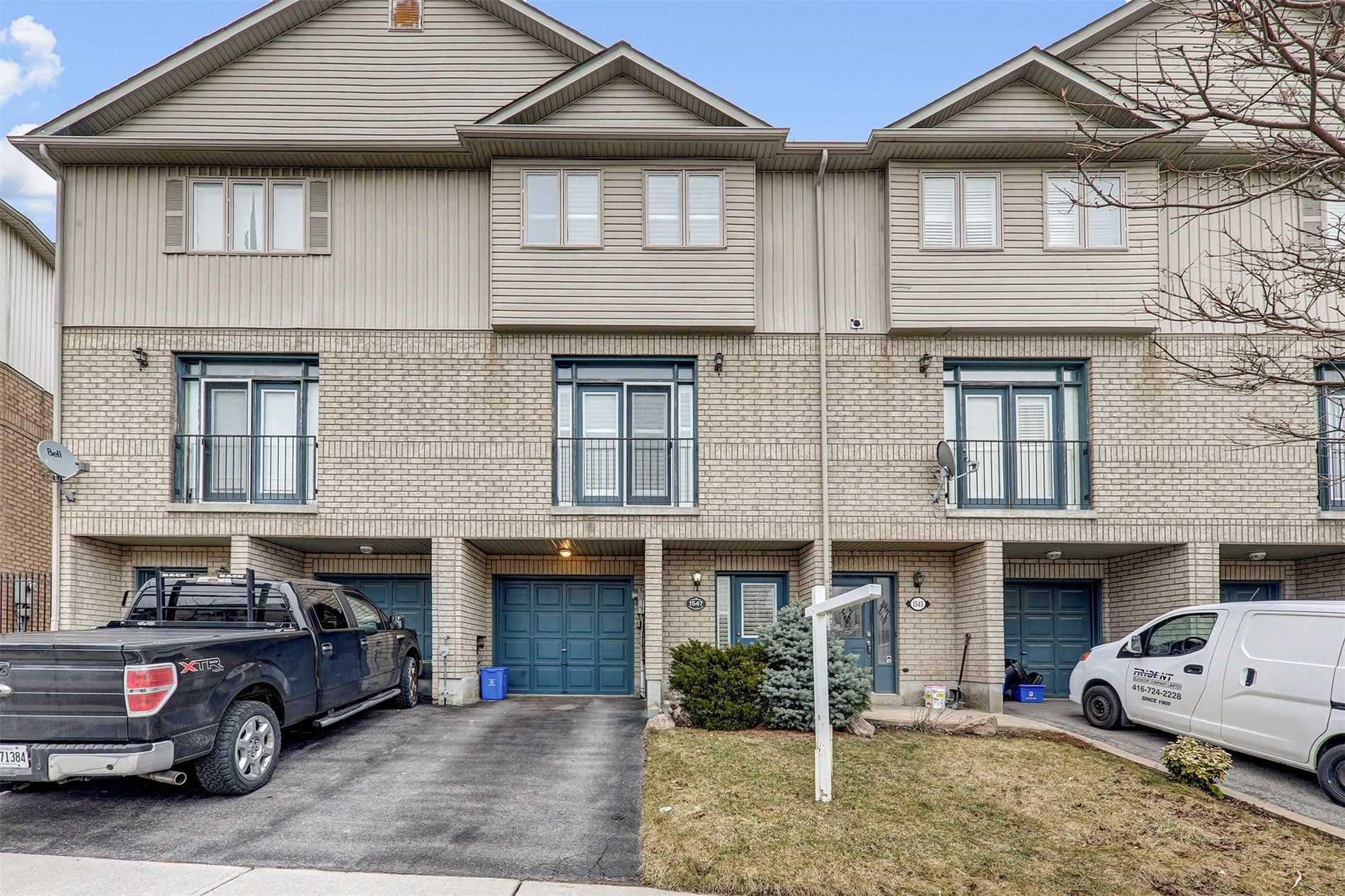 pictures of house for sale MLS: E4727070 located at 1547 Hummingbird Crt, Pickering L1V7H8