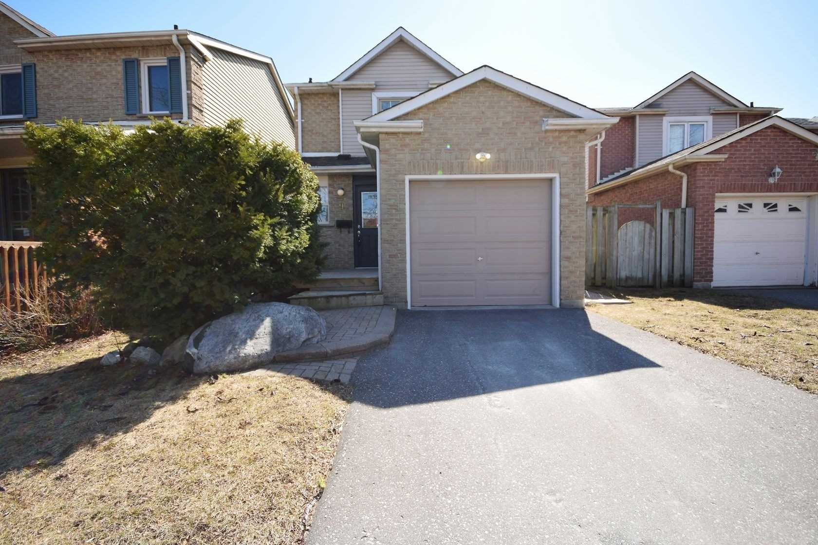 pictures of house for sale MLS: E4728855 located at 9 Greenfield Cres, Whitby L1N7G2