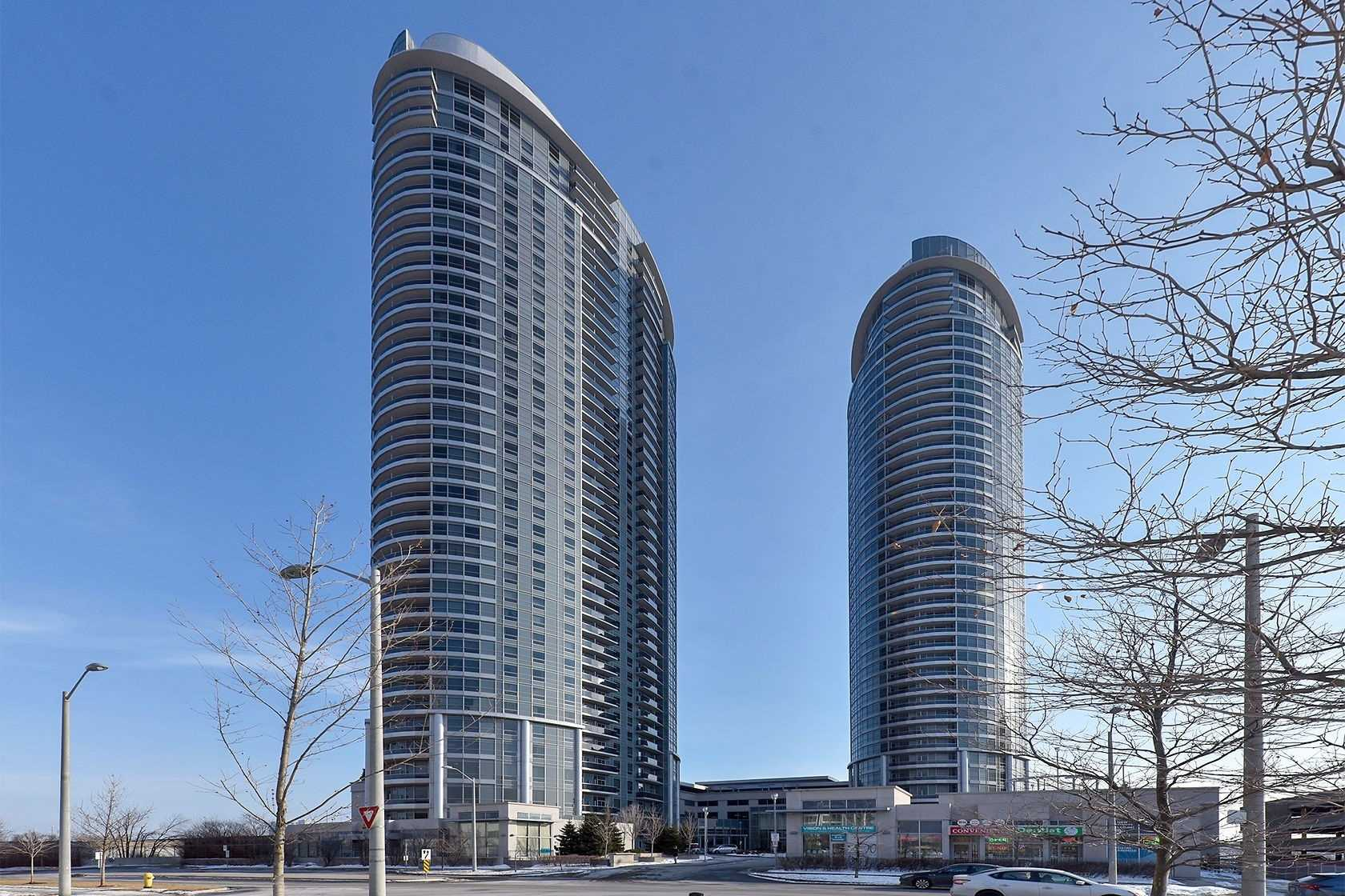 pictures of 125 Villlage Green  Sq, Toronto M2J4G8