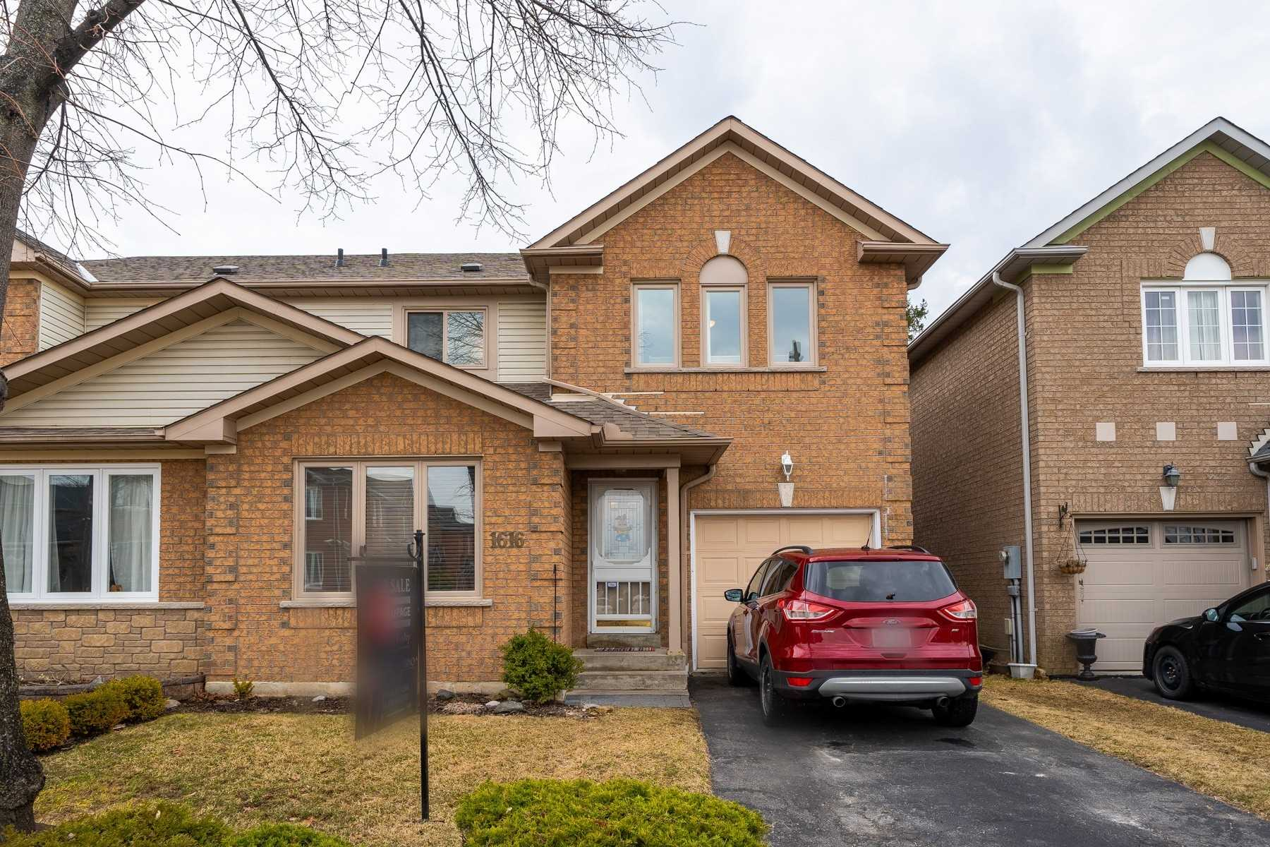 pictures of house for sale MLS: E4732700 located at 1616 Arcadia Sq, Pickering L1V6W3