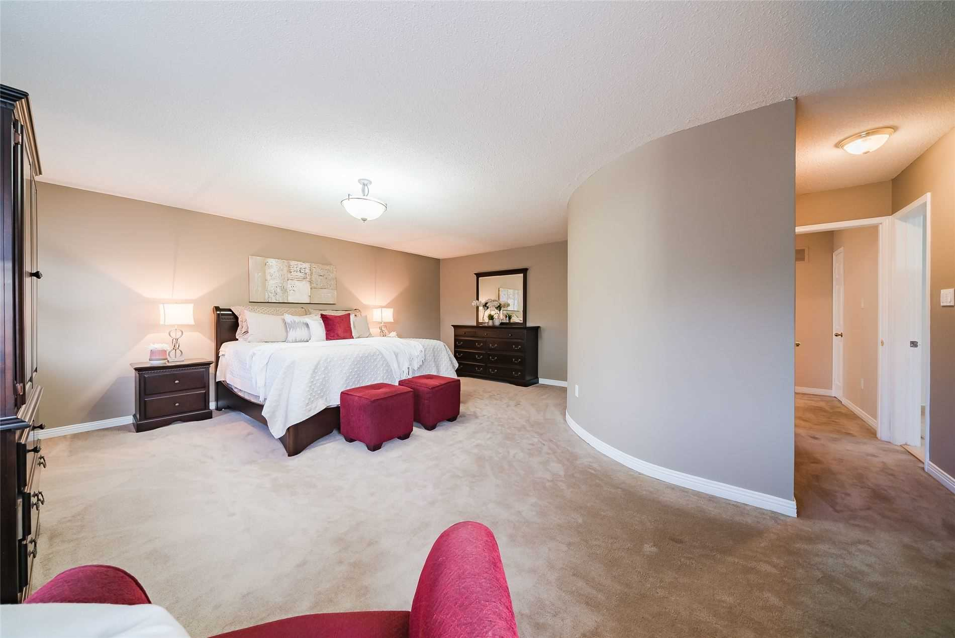 pictures of house for sale MLS: E4928770 located at 1072 Rathmore Cres, Pickering L1V5A4