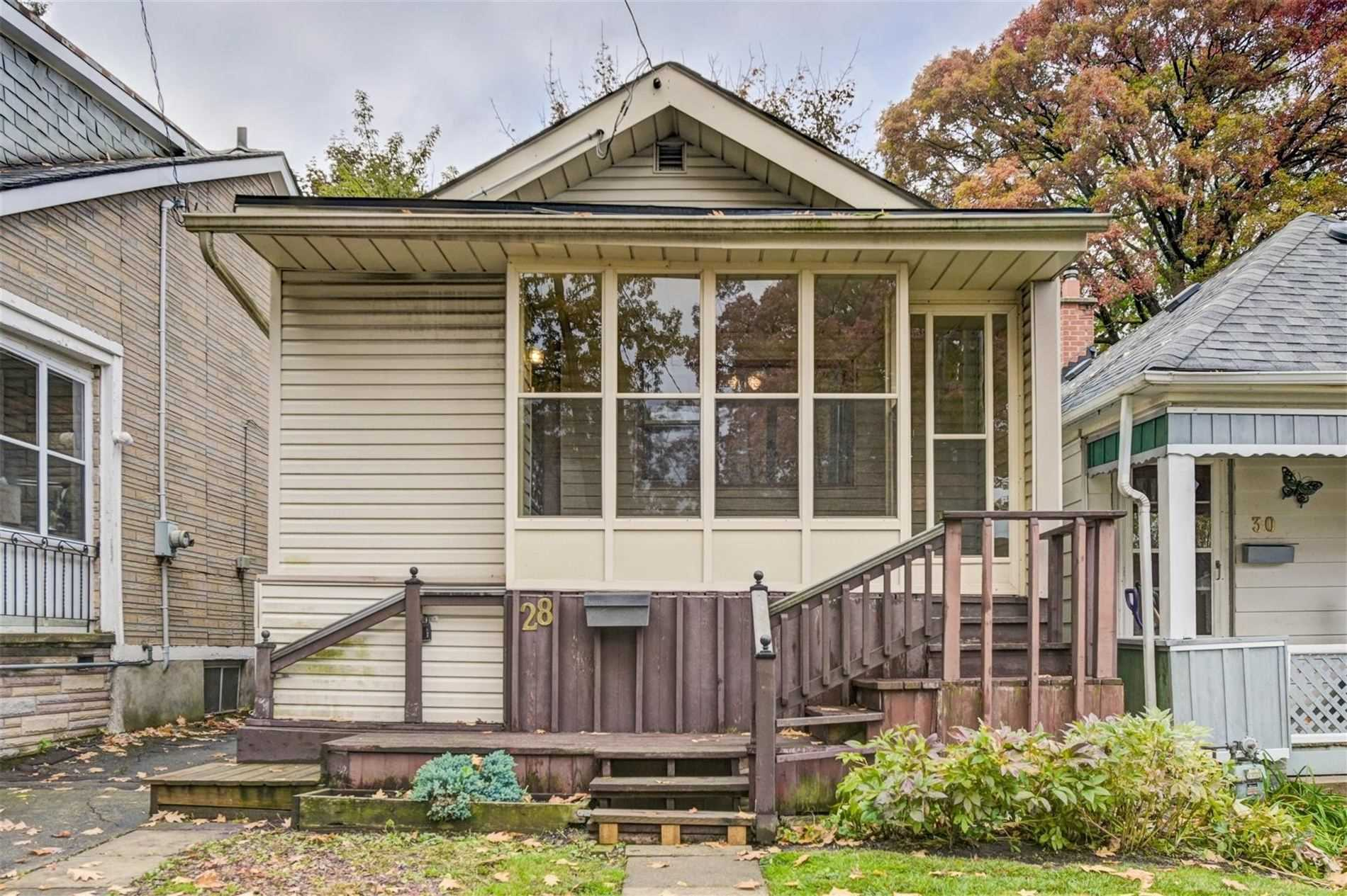 pictures of house for sale MLS: E4964616 located at 28 Kenworthy Ave, Toronto M1L3B2