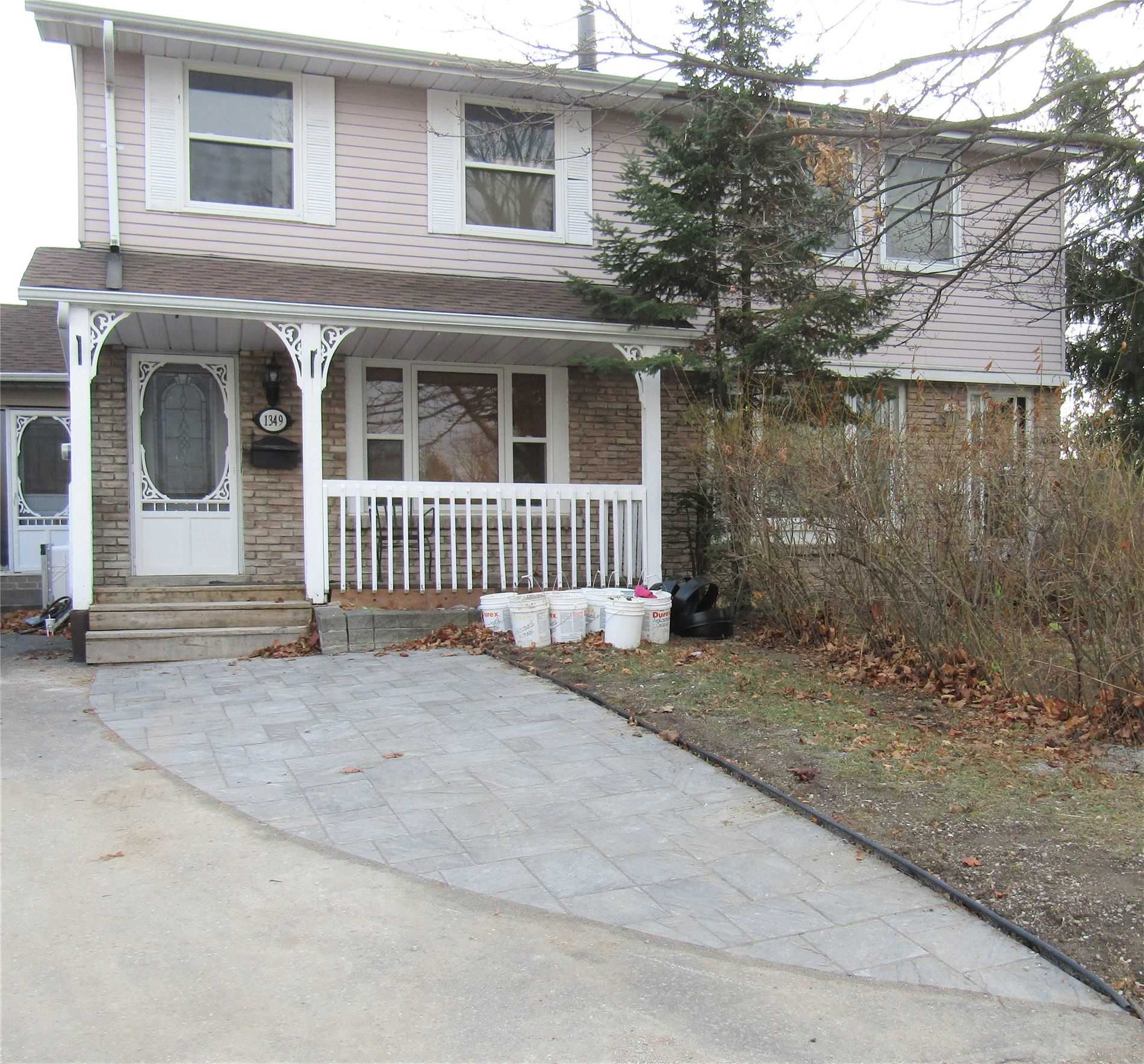 pictures of 1349 Orlando Crt, Oshawa L1G6T8