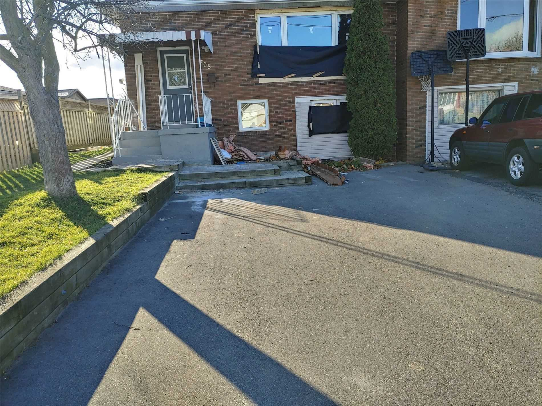 pictures of 708 Yeremi St, Pickering L1W2W9