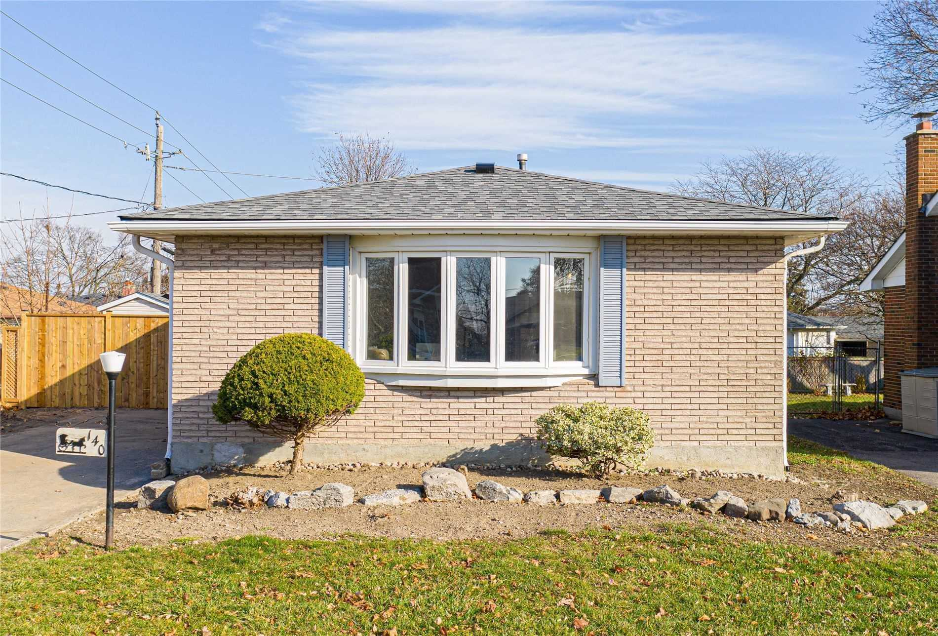 pictures of 140 Burcher Rd, Ajax L1S2R5