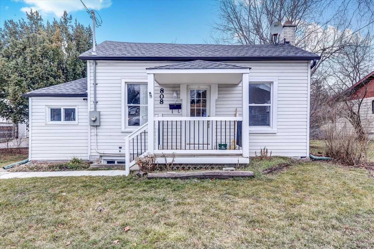pictures of 808 Dundas St W, Whitby L1N2N5