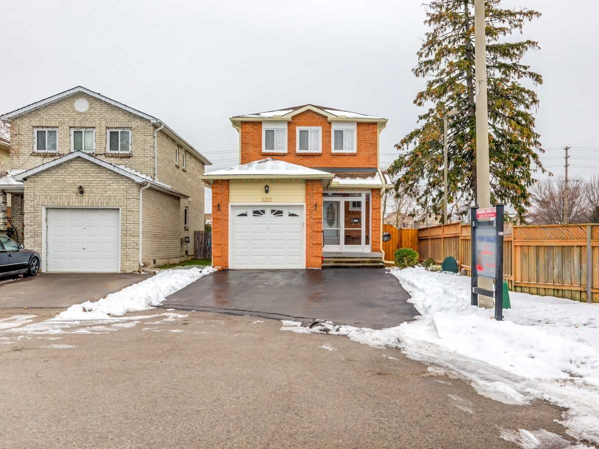 pictures of house for sale MLS: E5076959 located at 1311 Ferncliff Circ, Pickering L1X1W7