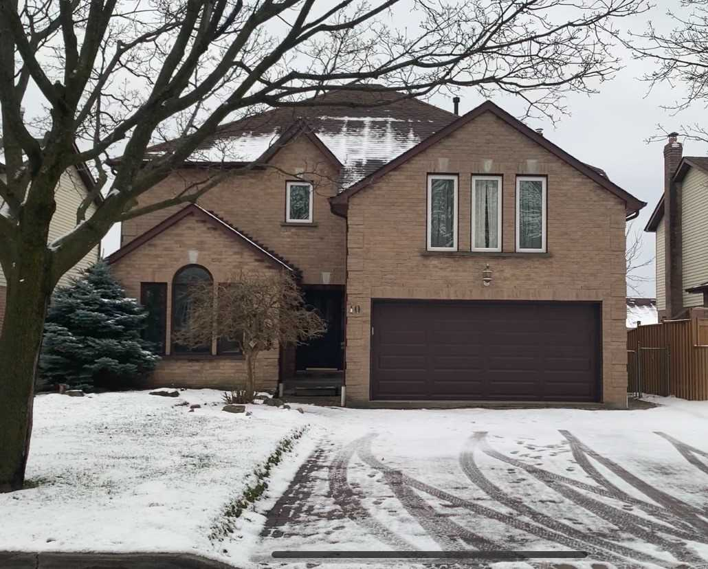 pictures of 10 Fieldview Cres, Whitby L1N8B4