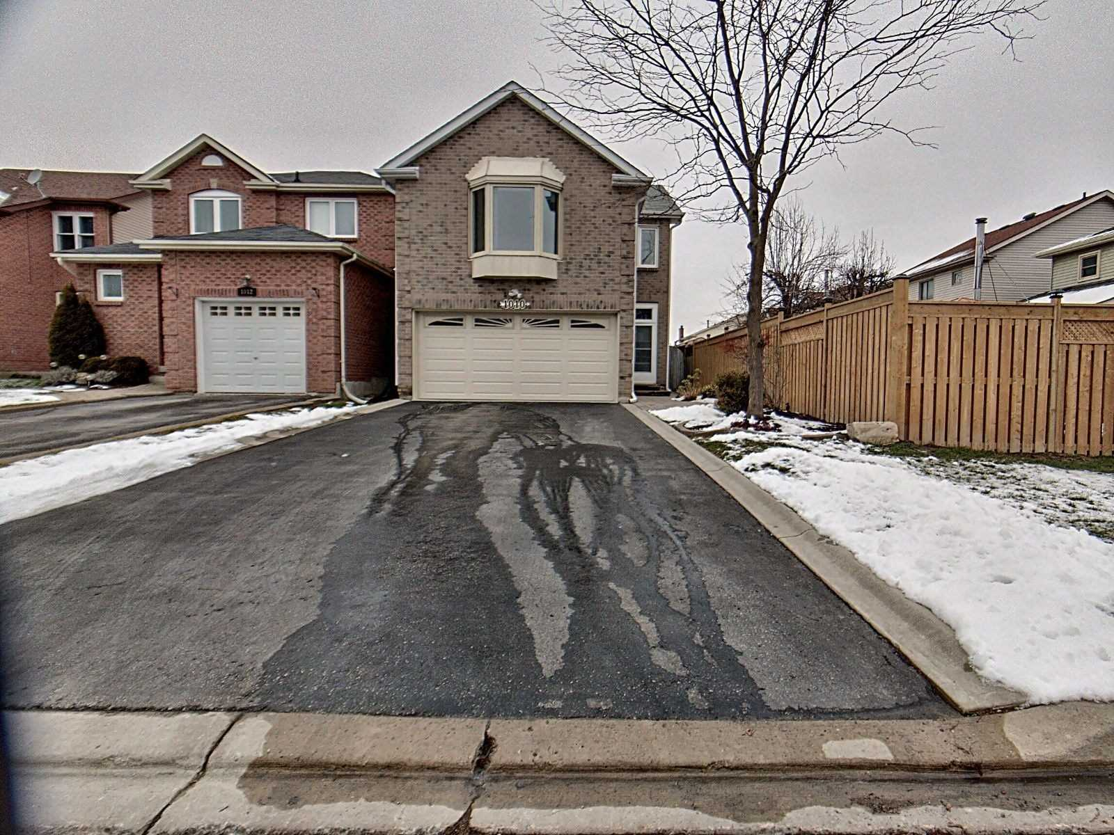 pictures of house for sale MLS: E5077893 located at 1010 Rowntree Cres, Pickering L1V5A7