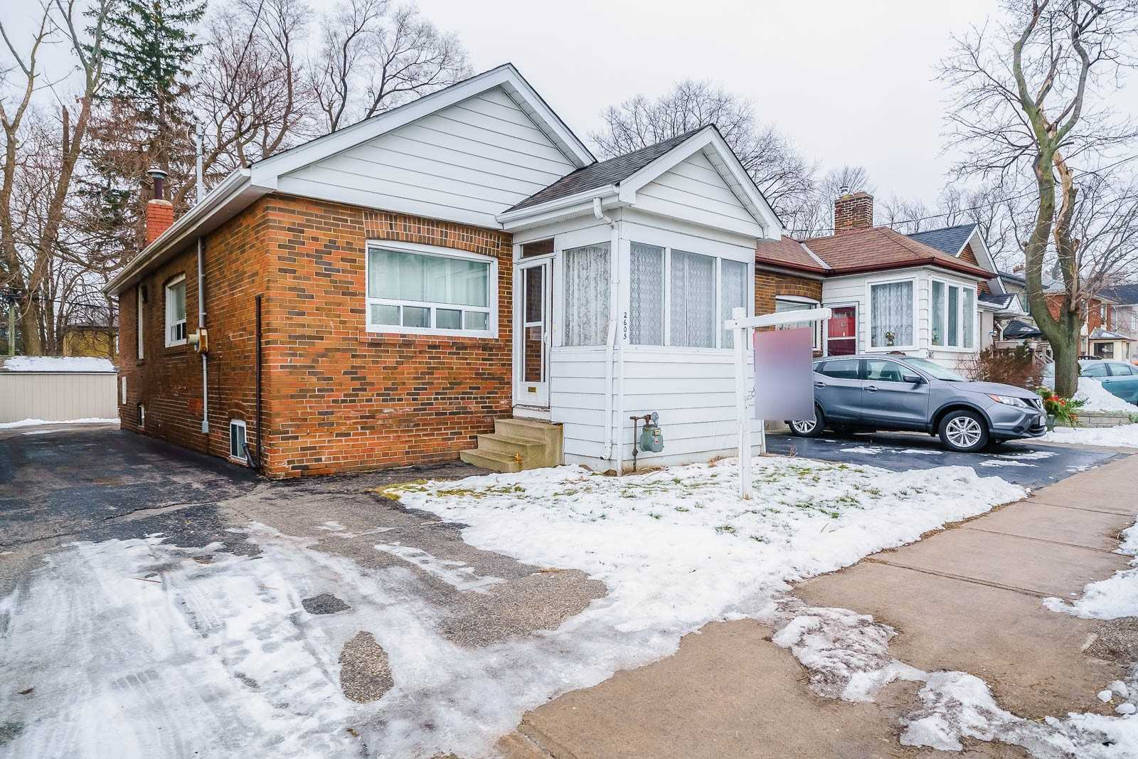 pictures of house for sale MLS: E5083542 located at 2605 Kingston Rd, Toronto M1M1M1