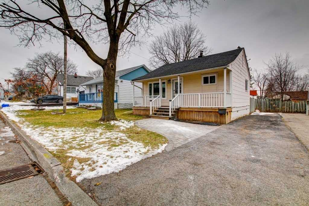 pictures of house for sale MLS: E5083634 located at 32 Beech St, Ajax L1S1W1