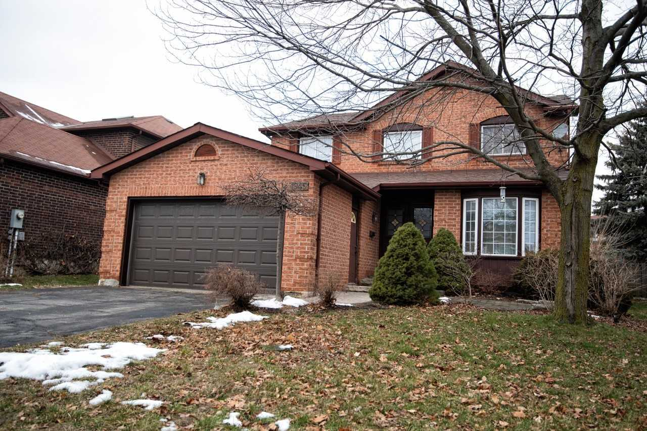 pictures of house for sale MLS: E5085207 located at 1945 New St, Pickering L1V3Z2