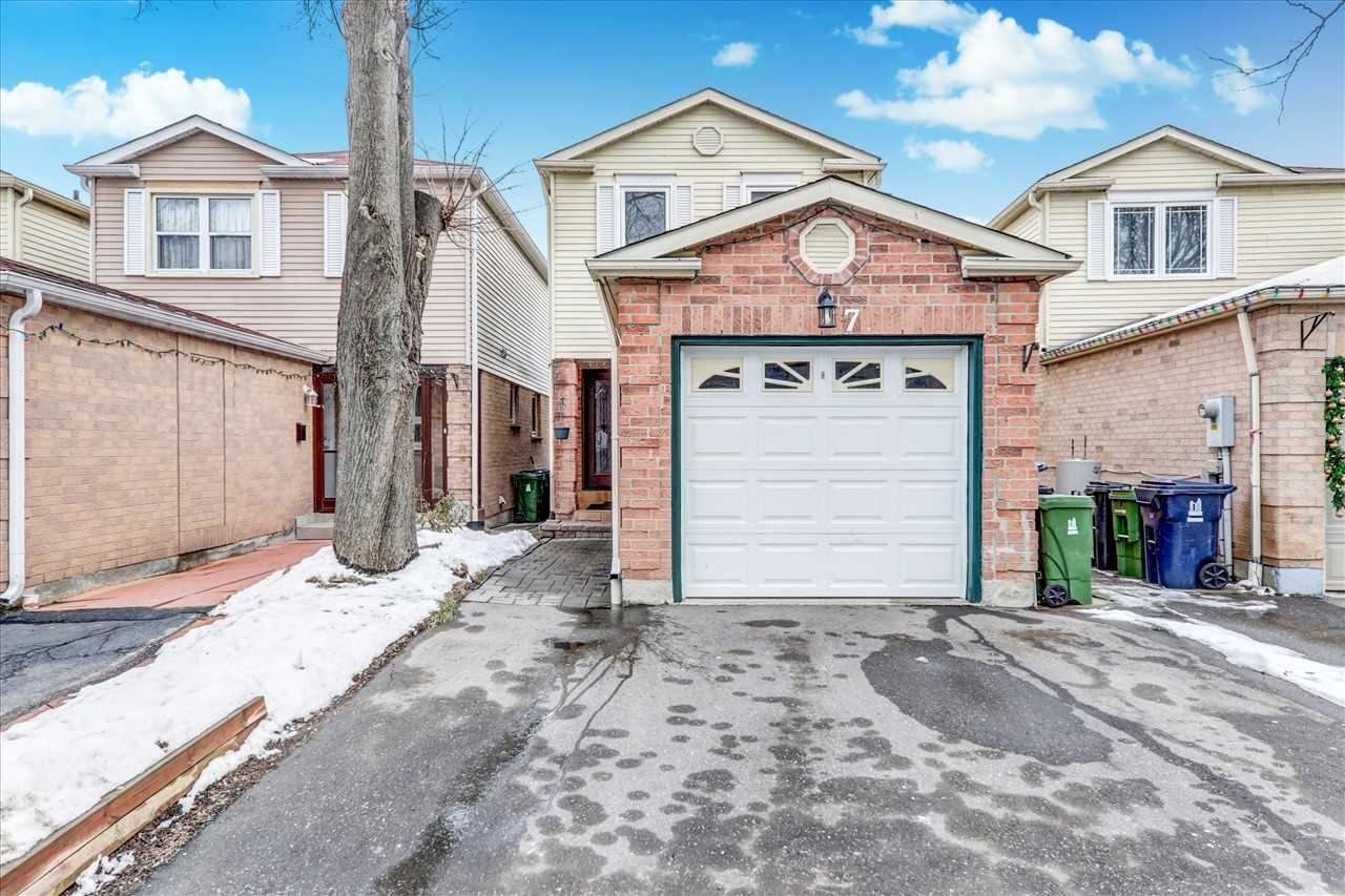 pictures of house for sale MLS: E5085530 located at 7 Prosperity Ptwy, Toronto M1B4G9