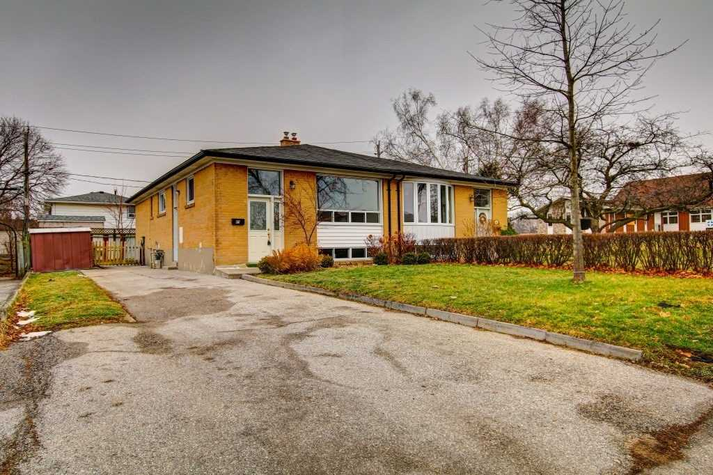 pictures of house for sale MLS: E5085793 located at 63 Emperor St, Ajax L1S1N1