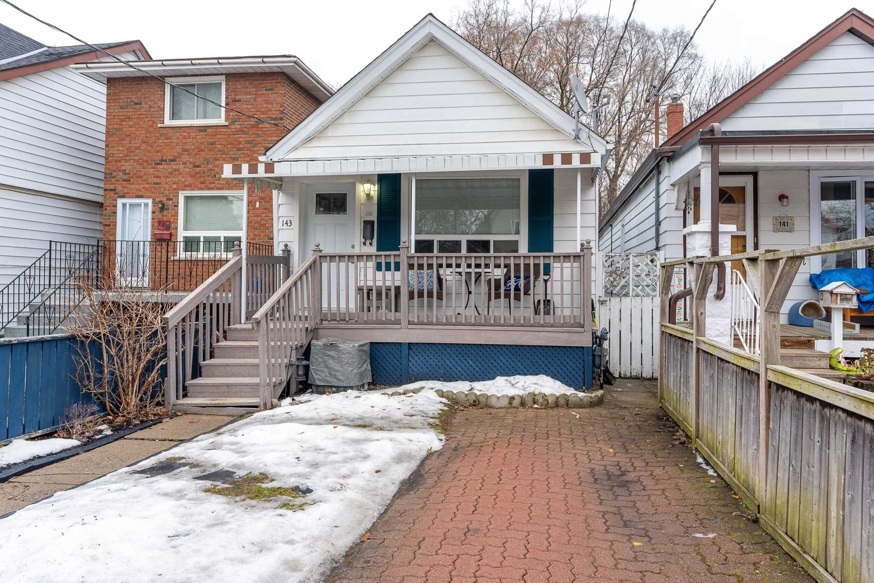 pictures of house for sale MLS: E5086930 located at 143 King Edward Ave, Toronto M4C5J7