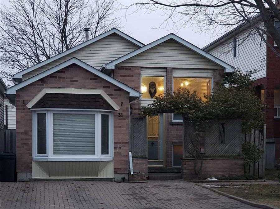 pictures of house for sale MLS: E5088603 located at 31 Marchwood Cres S, Clarington L1C4K1