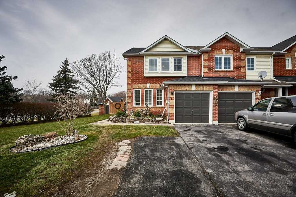 pictures of 2 Lick Pond Way, Whitby L1N9K5